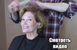 Мастер словно глазурью полил женщине волосы. В результате получилось стильное окрашивание! ВИДЕО