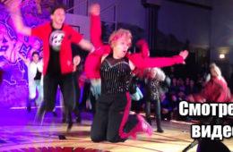 Настоящий хип-хоп от 60-летней бабульки! Посмотрите как она зажгла на танцполе! Видео