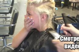 Мастер сбрил половину волос на голове девушки и получилась шикарная стрижка. Видео