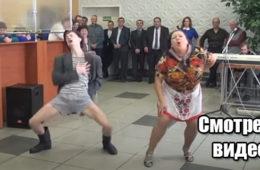 Видео: Эта зажигательная танцовщица утерла нос многим!
