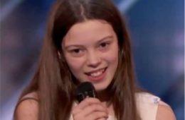 Застенчивая 13-летняя девочка вышла на сцену и тряслась от страха. Но когда она стала петь…