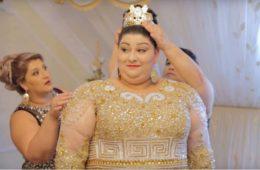 Семья невесты решила показать всем красоту дочери, заказав платье за 200 тысяч долларов. Видео