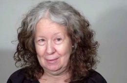 Седая 60-летняя пенсионерка пошла к мастеру, и тот превратил ее в богиню. Видео