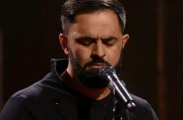 Видео: Я не дышала пока он пел эту песню. Очень сильно!
