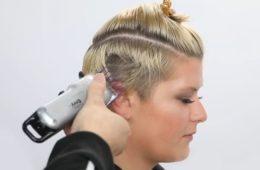 Этот стилист сделал невероятное! Сбрил половину волос на голове и получилась восхитительная стрижка. ВИДЕО